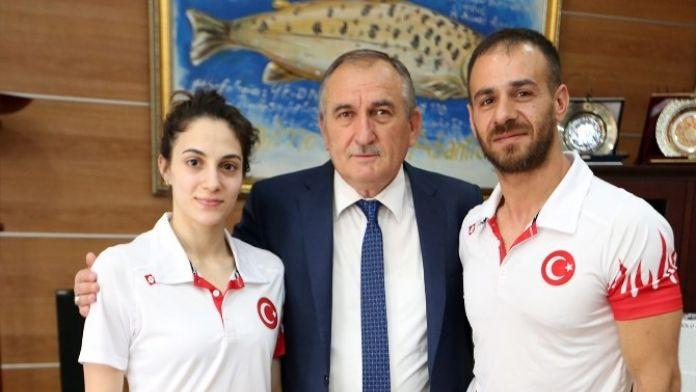 Şampiyon Sporcular, Başkan Yılmaz'ı Ziyaret Etti