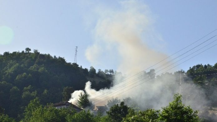 Benzinlik Yakınında Çıkan Anız Yangını Korkuttu