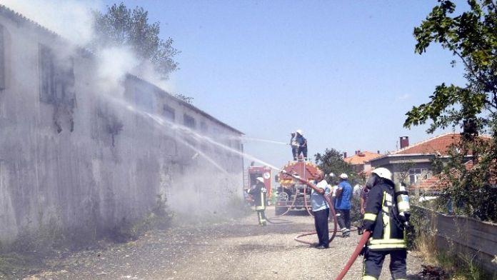 100 Tona Yakın Malzemenin Zarar Gördüğü Büyük Yangın Kontrol Altına Alındı