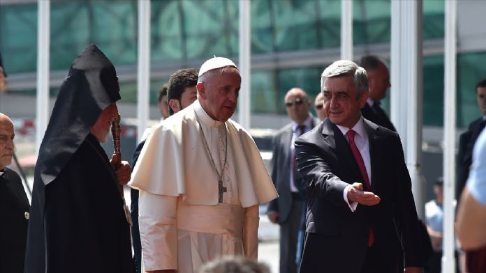 Papa Ermenistan'da 