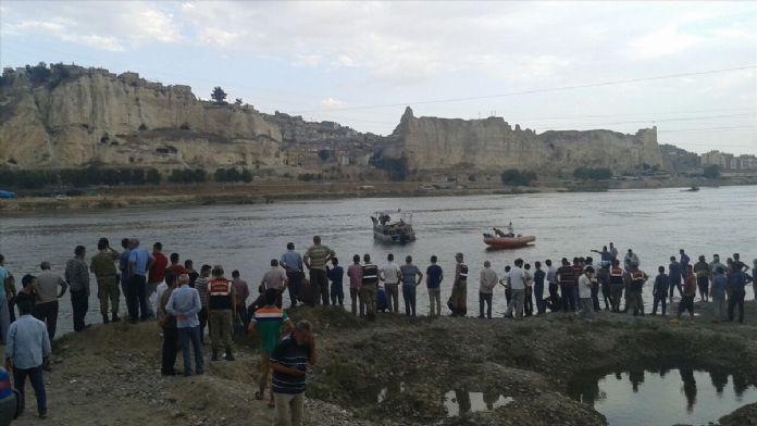 Şanlıurfa'da Fırat Nehri'ne giren iki kişi boğuldu