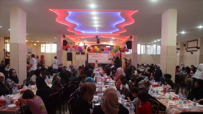 İHH'dan Suriyeli yetimlere iftar