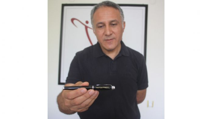 Cumhurbaşkanının hediye ettiği kalemi açık artırmaya çıkardı