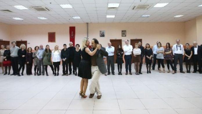 Karşıyaka'da 2 Bin Kişiye 'Yaz' Eğitimi