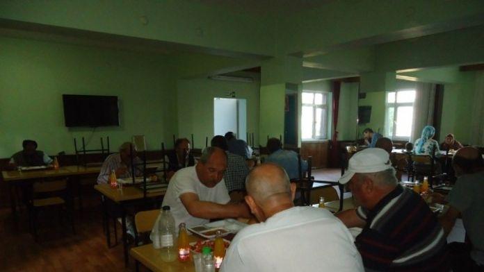 Büyükşehir Konaklama Merkezinde Kalanlara İftar Ve Sahur Yemeği Veriliyor