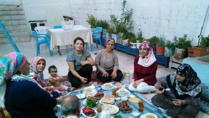 AK Parti Kadın Kolları Günde 4 İftar Programı Düzenliyor
