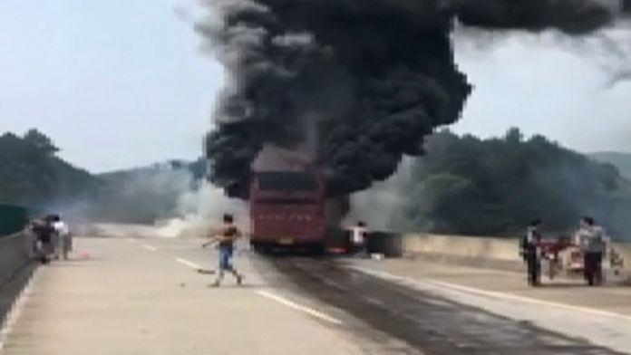 Kaza yapan yolcu otobüsü alev aldı: 35 ölü