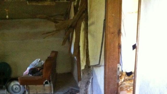 İki Katlı Köy Evi Çöktü: 4 Yaralı