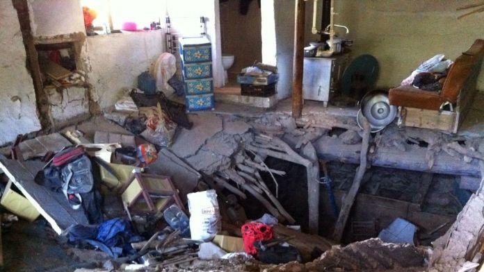 İki katlı kerpiç ev çöktü: 4 yaralı