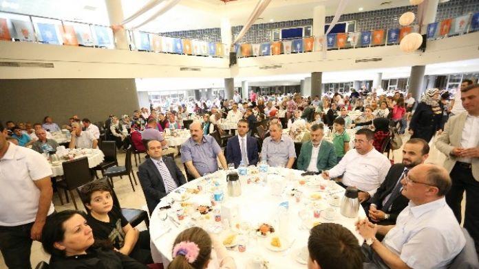 AK Partililer Vefa İftarında Salona Sığmadı