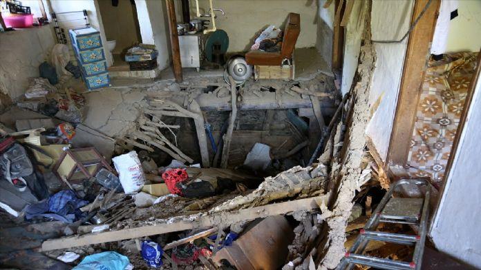 Bayburt'ta kerpiç ev çöktü: 2 yaralı