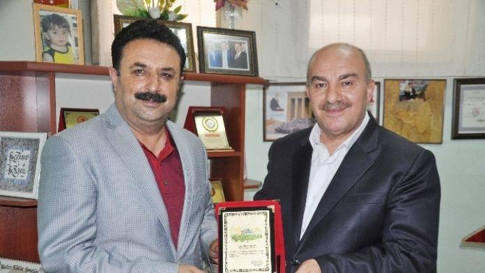Başkan Solgun'dan AK Partili Ergün'e Plaket