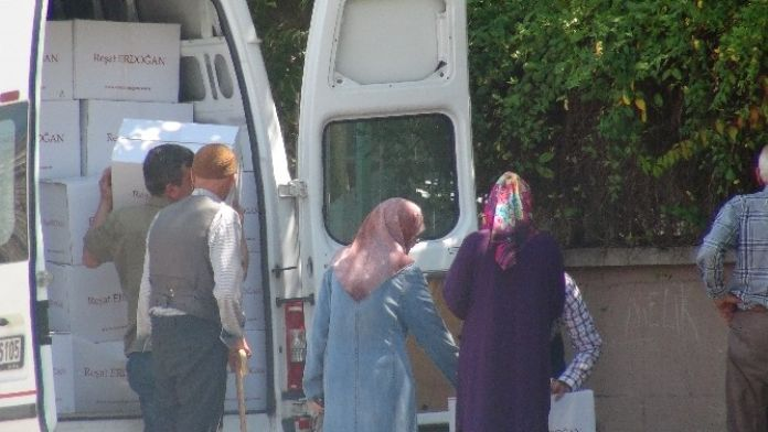 Hayırsever İş Adamı Reşat Erdoğan 3 Bin 500 Aileye Gıda Yardımında Bulundu