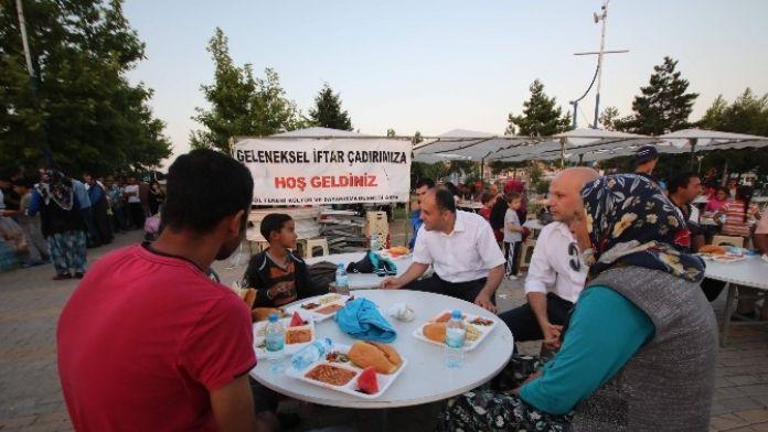 Başkan Özaltun, İftar Çadırında Vatandaşlarla Buluştu