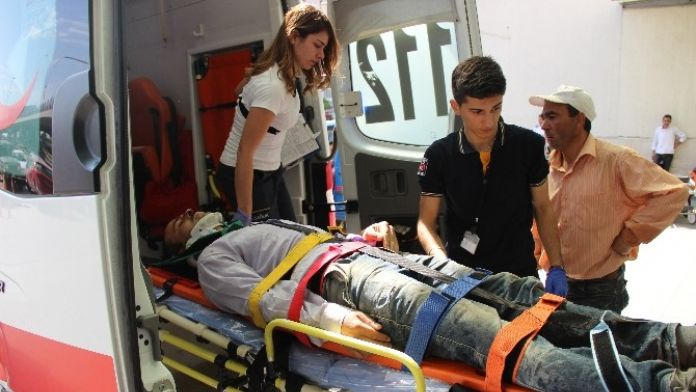 Kafasına Yük Asansörü Düşen İşçi Yaralandı