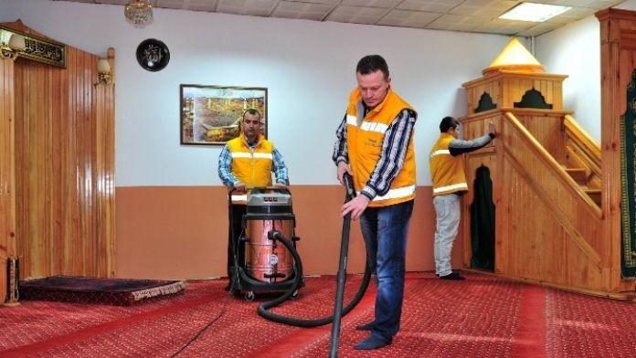 Mamak'taki Camilerde Bayram Temizliği