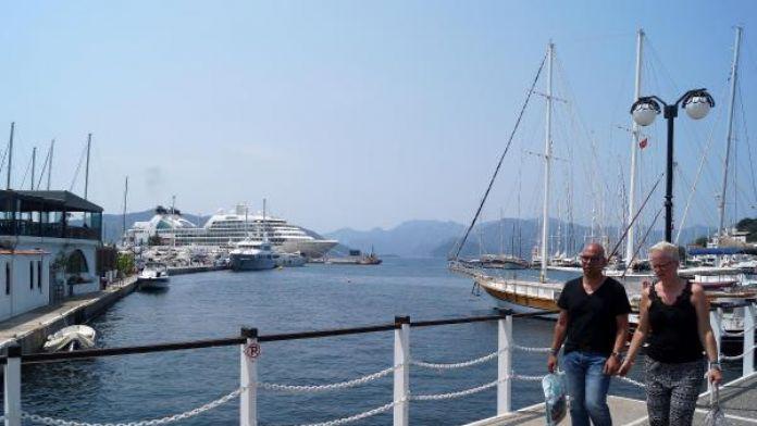 Lüks yolcu gemisi Marmaris'te