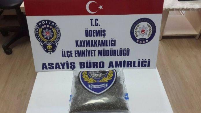 İzmir'de Uyuşturucu Satıcısı İle Polis Arasında Kovalamaca