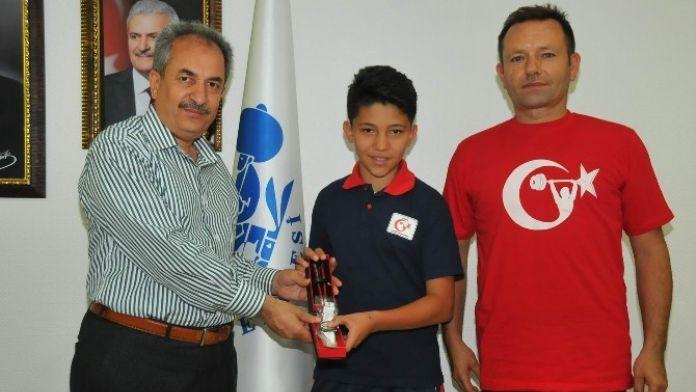 Halterde Türkiye Beşincisi Akşehir'den