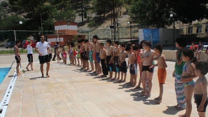 Dinar Belediyesi Yüzme Kursu Başlıyor