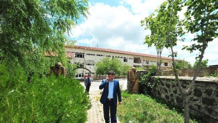 Yozgat'ta Çürük Raporu Verilen Kamu Binası Yıkılarak Yerine Yenisi Yapılacak