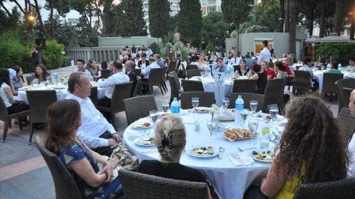 İzmir'de 'Şehit Çocuklarına Destek Projesi' iftarı