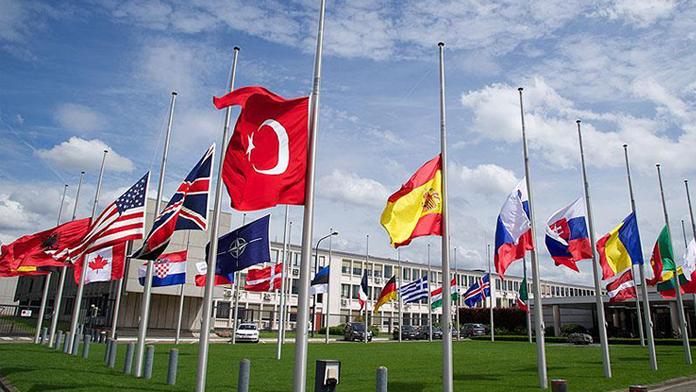 NATO'da Bayraklara Bakın Ne Oldu!