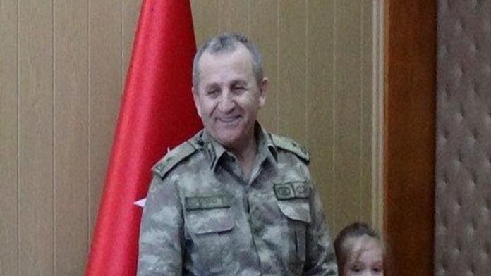 Tuğgeneral Mustafa Doğru düşen helikopterden ağır yaralı olarak çıkarılırken, eşi ve kızı hayatını kaybetti.