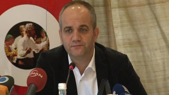 İzmir'de FETÖ operasyonunda, gazeteci Tarık Toros gözaltına alındı.