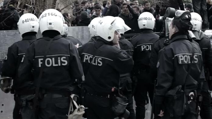 Çevik Kuvvet Merkezine gelen FETÖ'cü Darbeciler, Polis Tarafından Gözaltına Alındılar.