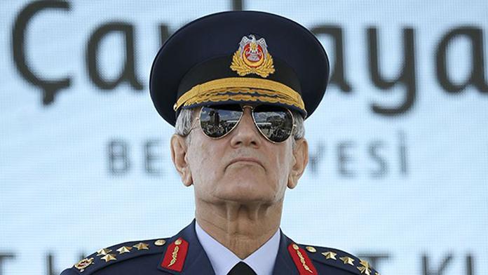 Hava Kuvvetleri eski Komutanı Akın Öztürk Darbecilerin Başı Olarak Tutuklandı ve Vatana İhanet Suçundan Hakkında İşlem Başlatıldı.