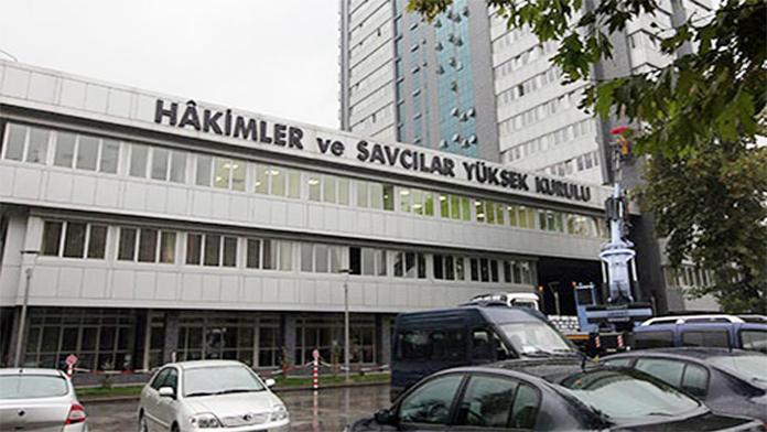 HSYK, Darbecilere karşı Darbe Yaptı. Yargıda'ki FETÖ'cü 2 Bin 735 Hakim ve Savcı Açığa Alındı.