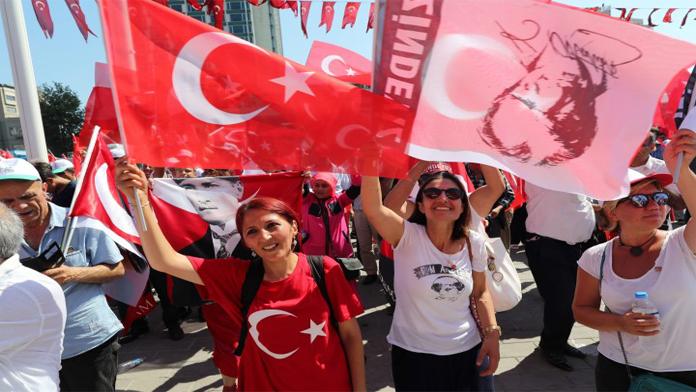 Taksim Mitingi, Demokrasi Şöleni'ne Döndü.