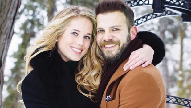 Mayıs Ayı'nda Evlendi,Ağustos'ta Evini Satacak Kadar Sıkıştı!
