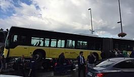 Metrobüs 25 aracı biçti!