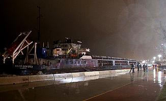 Lodos Nedeniyle Kartal'da İki Gemi Karaya Oturdu.