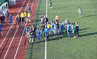 Zonguldak amatör küme maçında futbolcunun burnu kırıldı