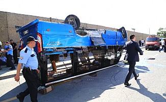 Başkent Ankara'da minibüs takla attı: 17 yaralı
