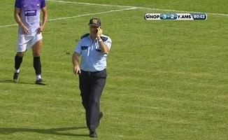 Türkiye Kupası maçı esnasında sahaya giren polis amiri şaşkınlık yarattı