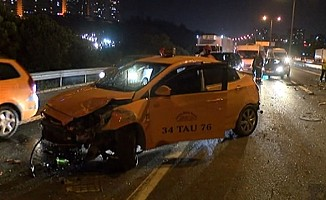 İstanbul'da TEM otoyolunda 5 araçlık zincirleme kaza
