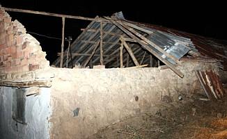 Yozgat'ta Rüzgar Hortuma Dönüştü Ev Çatıları Uçtu