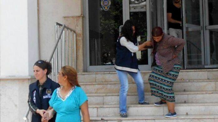 Aşk Vaadi İle Vatandaşları Dolandıran 3 Kadın Tutuklandı