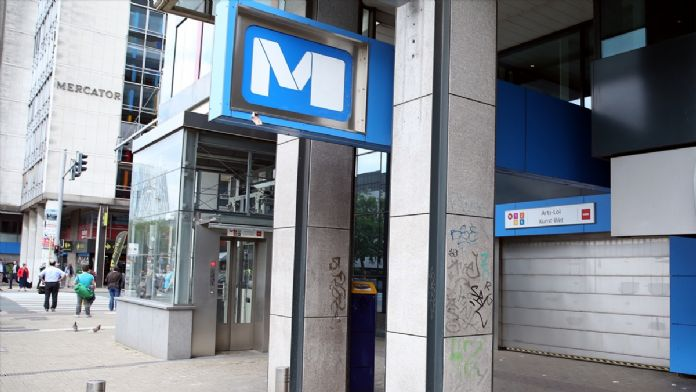Brüksel'de ulaştırma sektörü çalışanları greve gitti