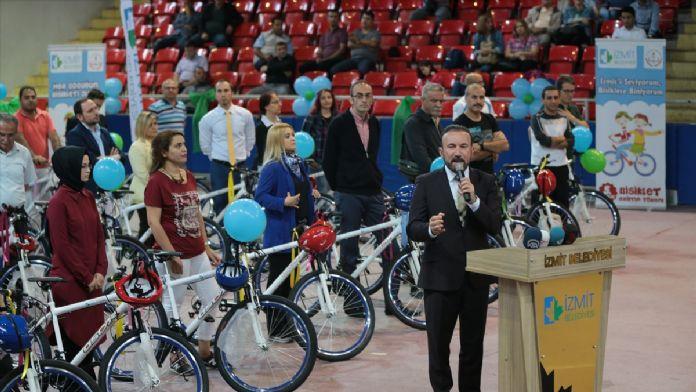 Kocaeli'de öğretmenlere bisiklet dağıtım töreni