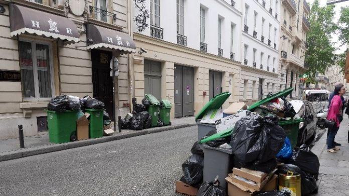Paris'te Çöp Yığınları Oluştu, Belediye Harekete Geçti