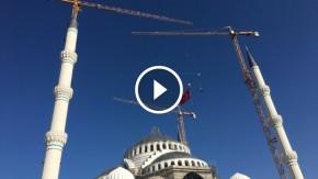 Çamlıca Camii'nin Hilalle Taçlandırılma Anı